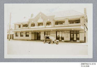 2007/61/1-3/31 Photographic print, black and white, exterior of Criterion Hotel, Moree, Sydney, New South Wales, Australia, 1935
