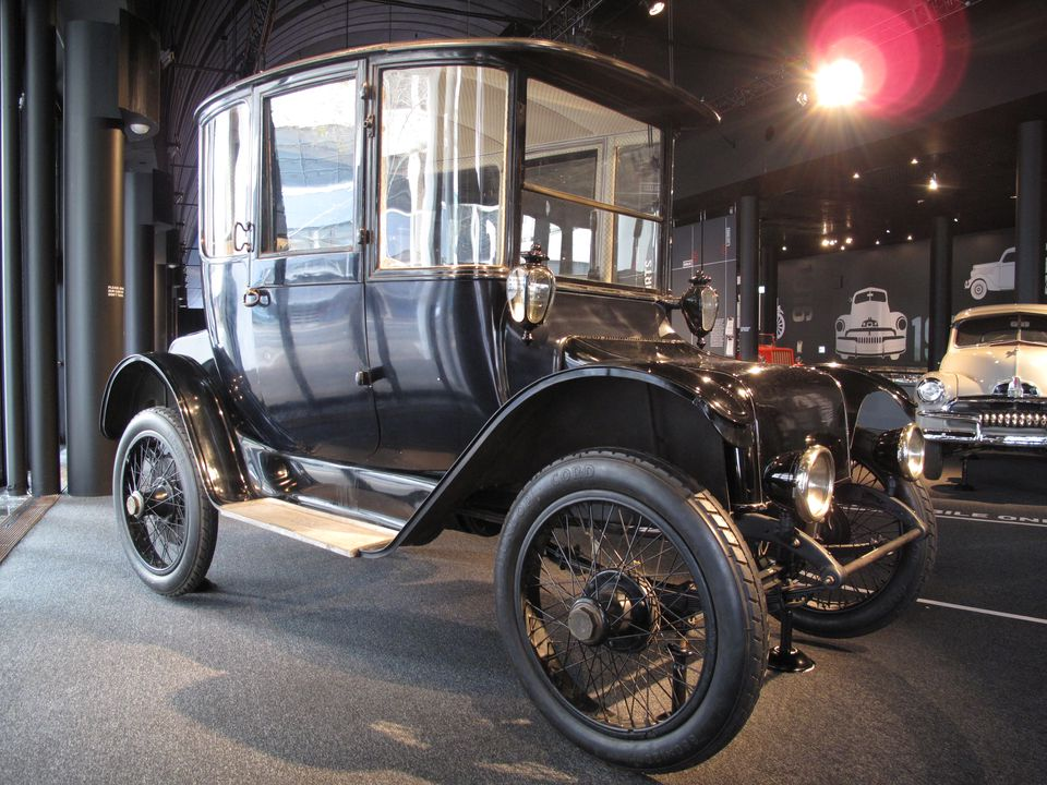 B1057-1 Detroit Electric car, full size, brougham body, 80 volt, 10 hp, Class G, Size 80, motor No.16770, metal / upholstery / glass, made by Anderson Electric Car Co, Detroit, Michigan, United States of America, 1917, used by Arthur and Denis Allen, Sydney, New South Wales, 1917-1947. Click to enlarge.