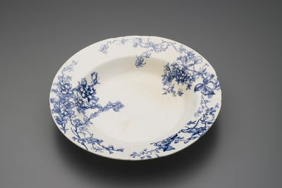 2001/2/6 Dish, earthenware, 'Manly Beach' design, Doulton & Co, Burslem, England, c1895