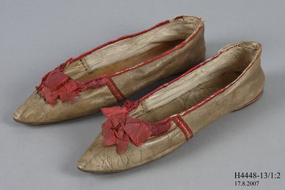 H4448-13 Slip on shoes, pair, womens, leather / cotton, made for Taylor's Warehouse, England, 1810-1815