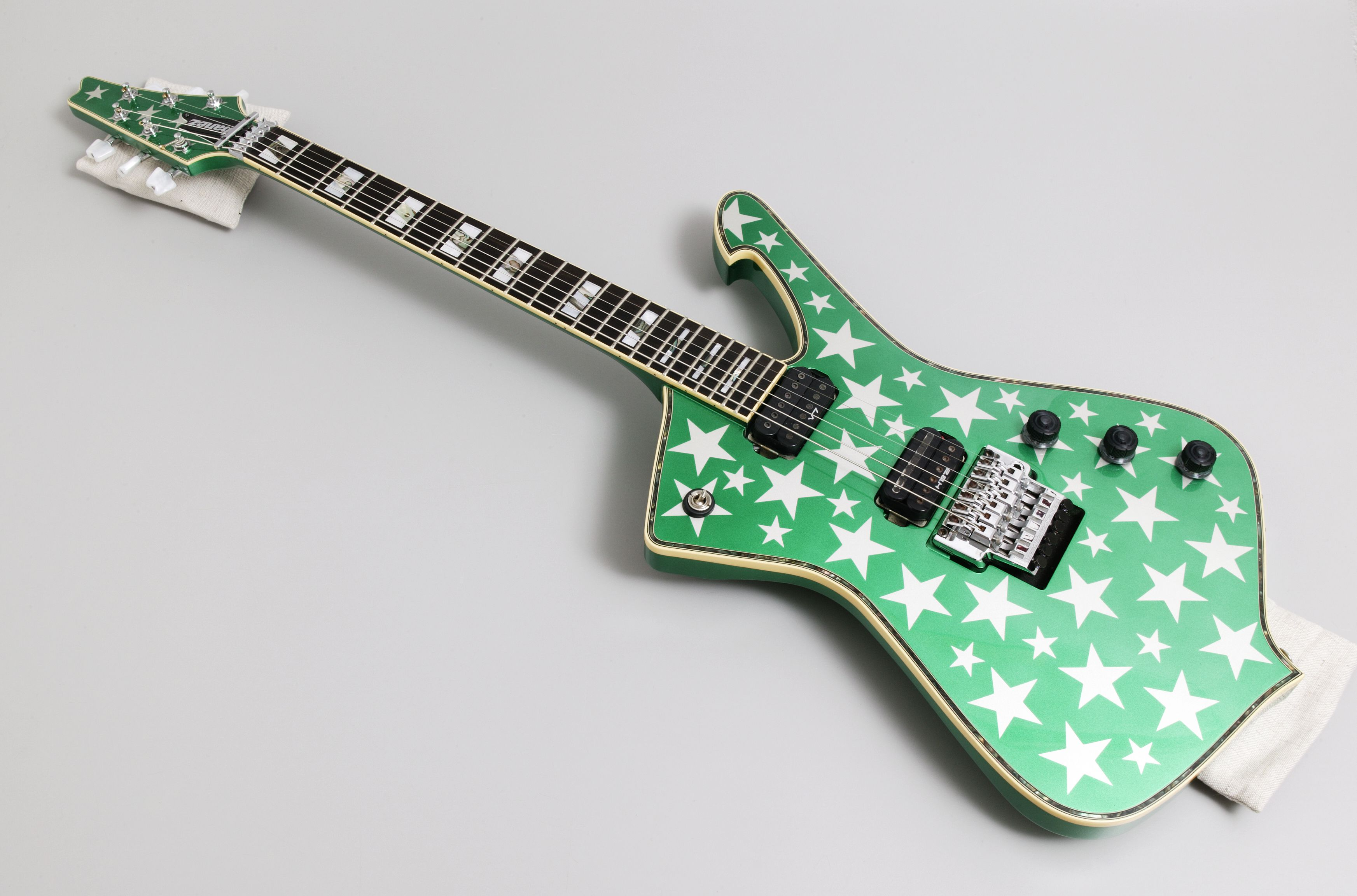 Iceman\' electric guitar used by NoKTuRNL - MAAS Collection