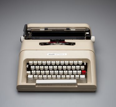 2013/26/1 Typewriter with carry case, 'Lettera 35', plastic / metal / rubber, designed by Mario Bellini, Italy, made by Olivetti, Spain, 1974