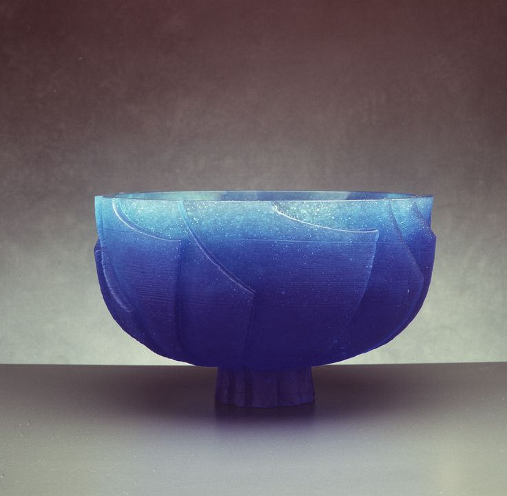 92/157 Bowl, 'Ice Bowl', cast glass, Ann Robinson, Karekare, Auckland, New Zealand, 1991. Click to enlarge.