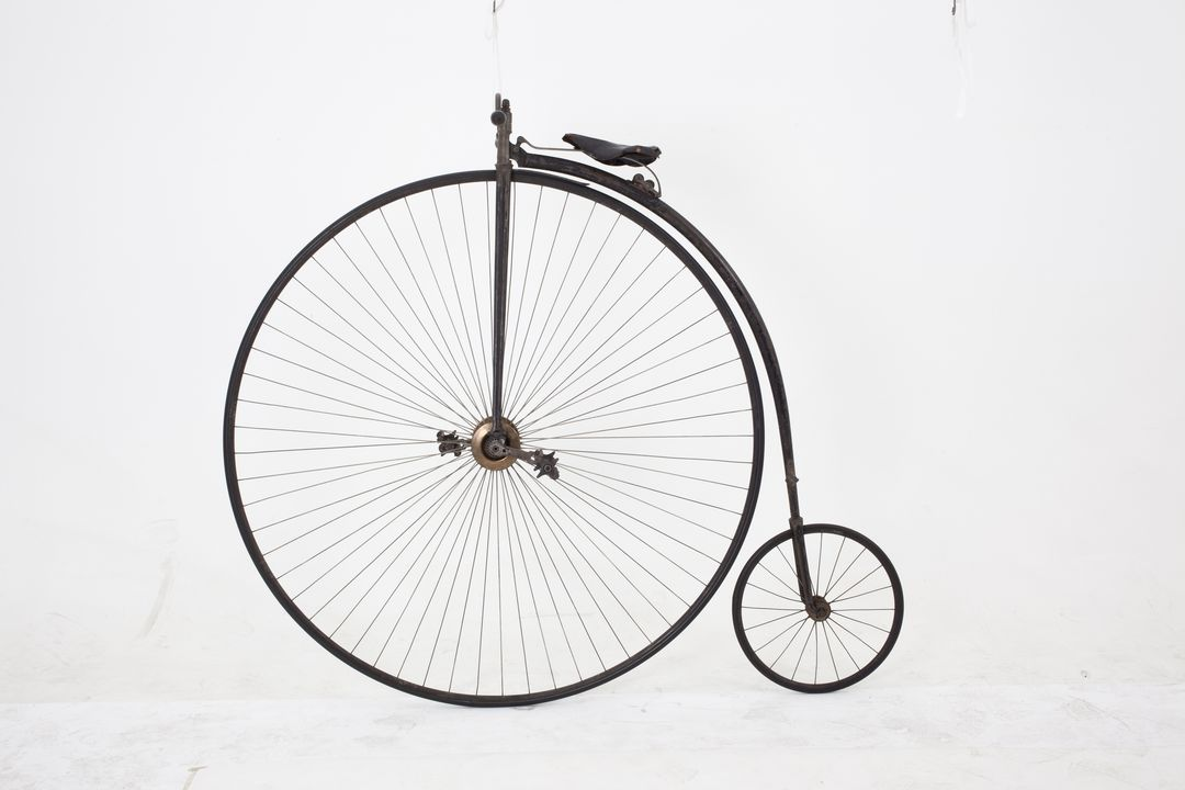 H5157 Bicycle, penny farthing, 54 inch, Star British Challenge, metal / rubber / leather, made by Singer & Co, Coventry, England, c. 1885, used by Thomas Wearne, Sydney, New South Wales, Australia, c. 1885-1890. Click to enlarge.