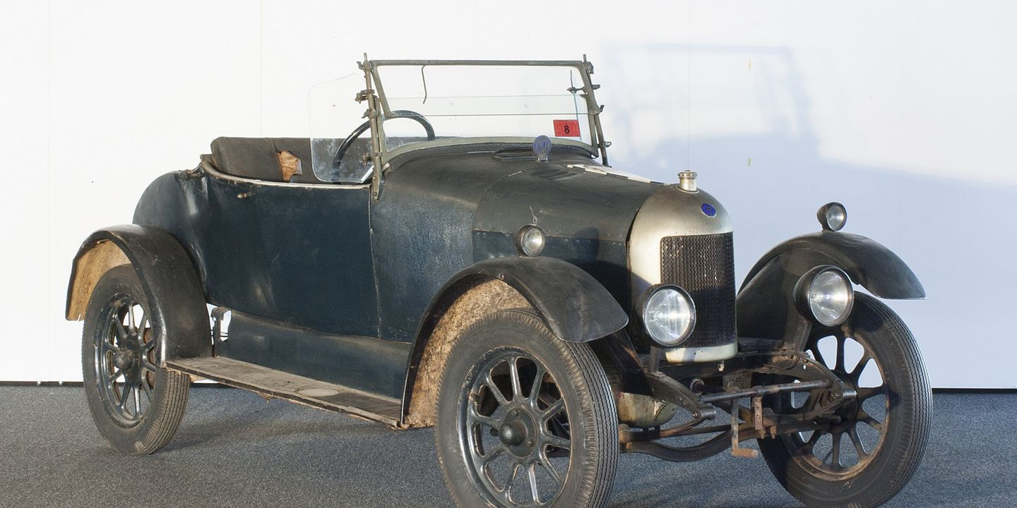 B746 Automobile, full size, 'Bullnose' Morris Cowley car, Engine No. 137797, Type MC 119, Car No. 119490, metal / rubber / glass, chassis made by Morris Motors Ltd, Cowley, Oxford, England, 1925-1926, roadster body [made in Australia], c.1926. Click to enlarge.