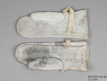 85/2455-41 Mitten, leather / textile / metal, used by the Australian National Antarctic Research Expedition, Mawson Base, Antarctica, 1966