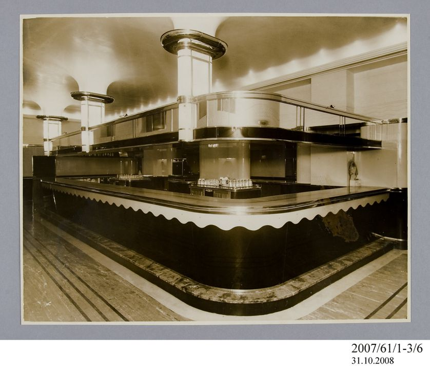 2007/61/1-3/6 Photographic print, black and white, interior of Carlton Hotel, Phil Ward, Sydney, New South Wales, Australia, c.1937. Click to enlarge.