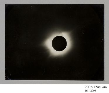 2005/124/1-44 Photograph, part of collection owned by James Short, black and white, total solar eclipse, paper, photographer unknown, at unknown location, 1890-1922