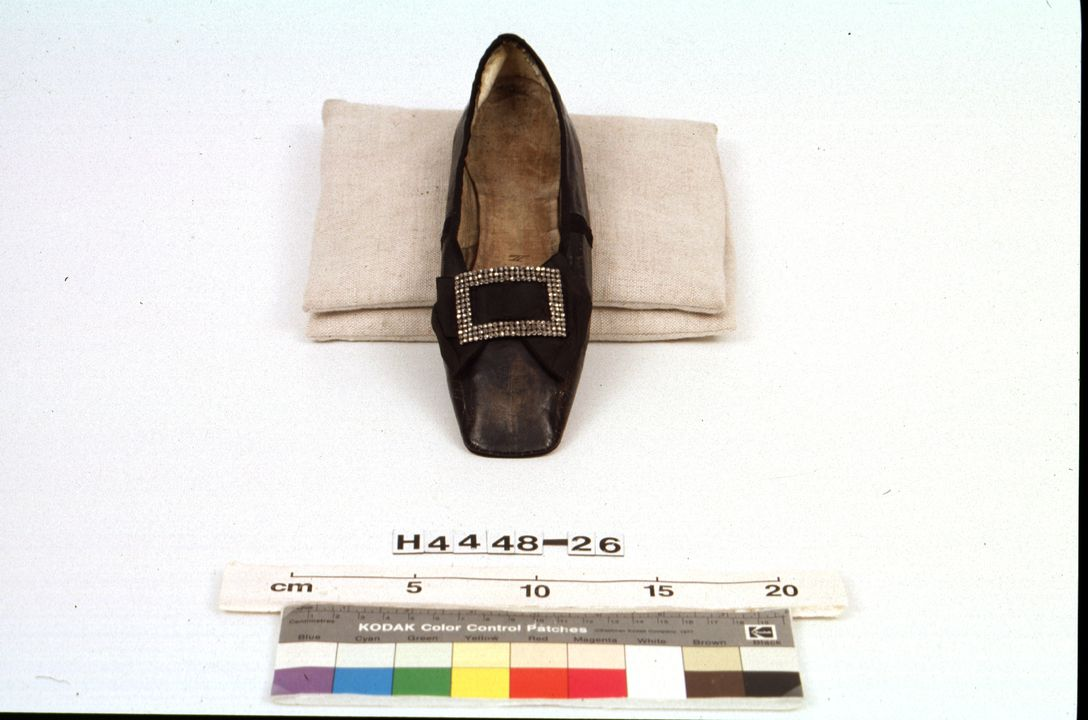 H4448-26 Slip on shoe, womens, with buckle, calf kid / leather / steel, maker unknown, England, c. 1850 / 1880-1899. Click to enlarge.
