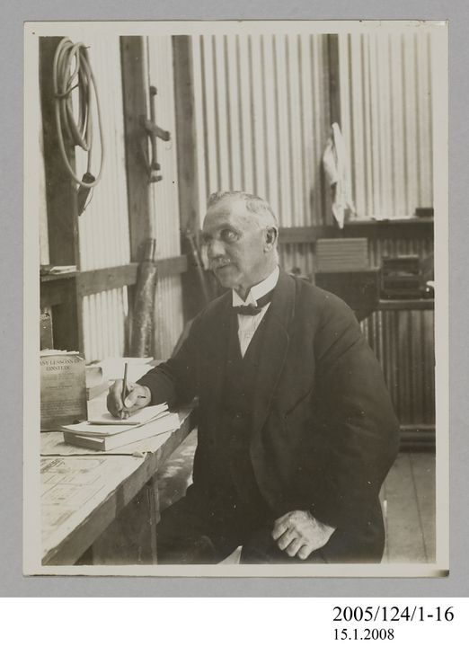 2005/124/1-16 Photograph, part of collection owned by James Short, black and white, New South Wales Government Astronomer W E Cooke at Goondiwindi, paper, photographer unknown, Goondiwindi, Queensland, Australia, 1922. Click to enlarge.