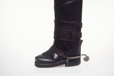 H4448-33 Postillion boot with spur, mens, leather / metal, and identification tag, paper, maker unknown, [France] / England, c. 1790