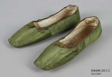 H4448-24 Slip on shoes (pair), part of Joseph Box collection, womens, silk satin / linen / leather / metal / paper, by Gundry & Sons, London, England, c. 1832