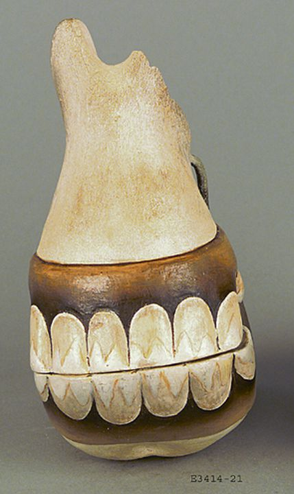 E3414-21 Cast and exhibition label, '22. Jaws of Horse', from set of horse teeth, plaster / paint / cardboard, maker unknown, Sydney, New South Wales, Australia, date unknown.. Click to enlarge.