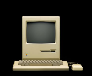 97/174/2 Personal computer, Macintosh 128, hardware and accessories, plastic / electronic components / metal / rubber/ paper, designed and made by Apple Corporation Inc., Cupertino, California, United States of America / Japan, 1984