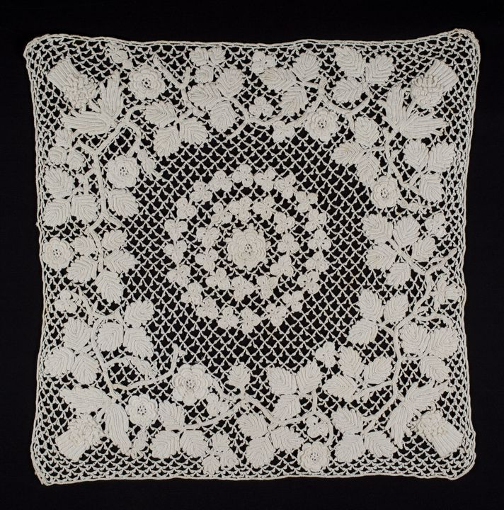 88/958 Lace piece, Irish crochet square, cotton, made by Margaret Anne Field, Australia, [1900-1920]. Click to enlarge.