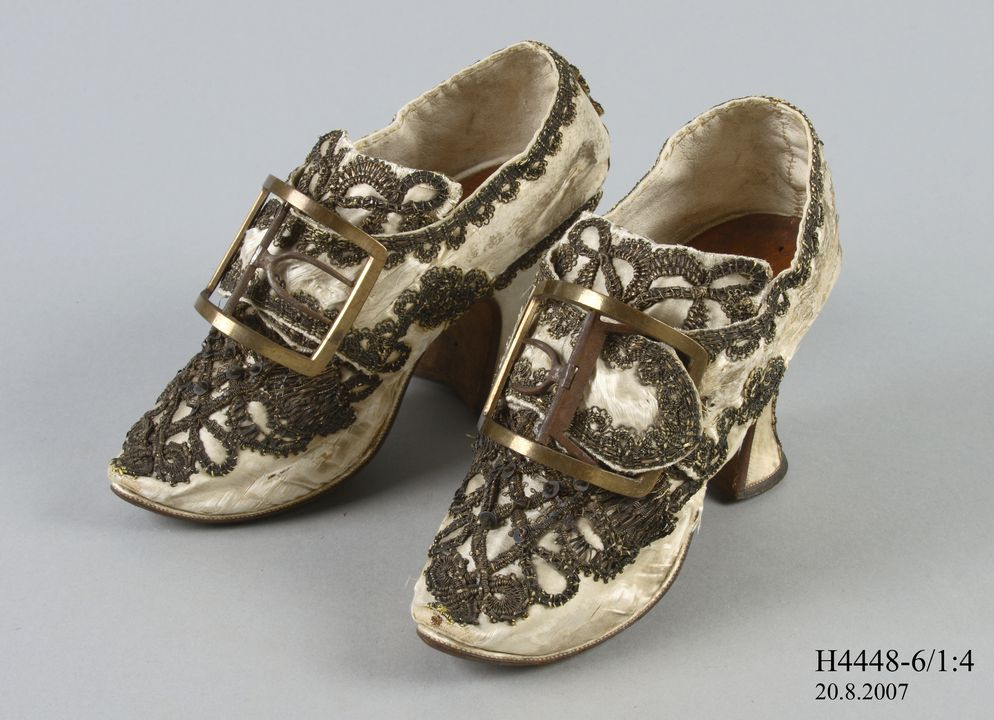 H4448-6 Buckle shoes (pair), with buckles (pair), part of the Joseph Box collection, womens, silk satin / leather / linen / timber / metal / brass, maker unknown, England, 1760-1769. Click to enlarge.