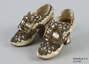 H4448-6 Buckle shoes (pair), with buckles (pair), part of the Joseph Box collection, womens, silk satin / leather / linen / timber / metal / brass, maker unknown, England, 1760-1769