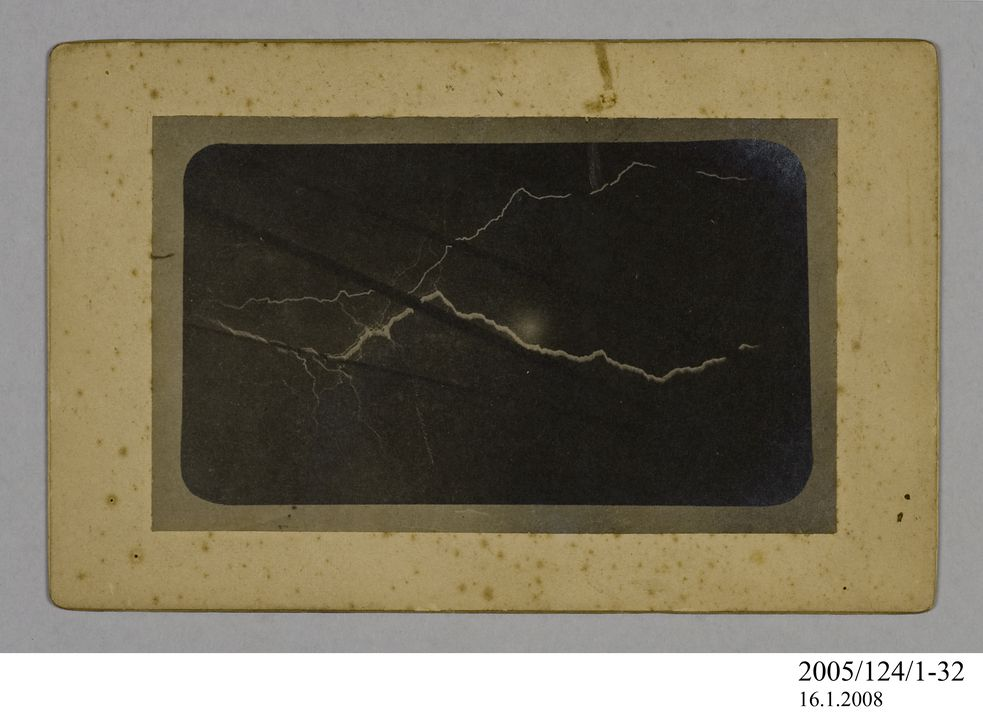 2005/124/1-32 Photograph, part of collection owned by James Short, black and white, lightning flash from a ship at sea, mounted, card / paper, photographer unknown, at unknown location, possibly 1908. Click to enlarge.