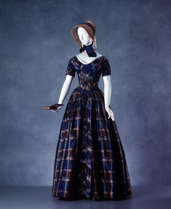 A8072 Evening dress, silk, maker unknown, probably Australian, c 1845. Click to enlarge.