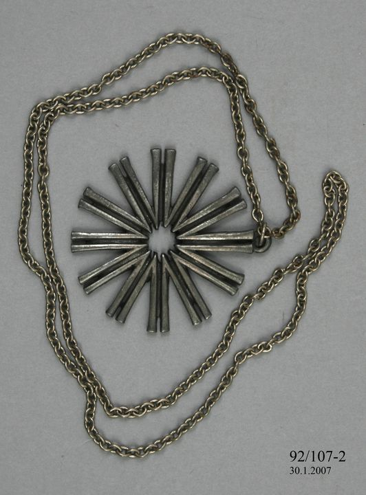 92/107-2 Pendant and chain, Anti-Vietnam War, metal, maker unknown, Australia, 1970-1971. Click to enlarge.