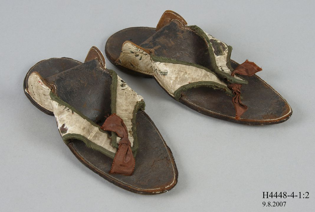 H4448-4 Clog overshoes (pair), part of the Joseph Box collection, womens, silk / leather / wool / timber / metal, maker unknown, England, 1760-1770. Click to enlarge.