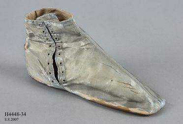 H4448-34 Laced ankle boot, part of Joseph Box collection, girls, silk satin / leather / linen, by Gundry & Sons, London, England, 1830-1845