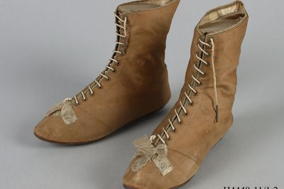 H4448-11 Ankle boots, pair, womens, laced high lows, silk / leather, maker unknown, England, [1804]