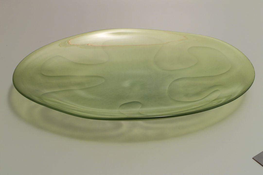 97/320/2 Bowl, 'Octopus', soda-lime glass/ citrine green interior, blown by Benjamin Edols, wheel-cut by Kathy Elliott, Australia, 1996. Click to enlarge.
