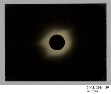 2005/124/1-39 Photograph, part of collection owned by James Short, black and white, total solar eclipse, paper, photographer unknown, at unknown location, 1890-1922