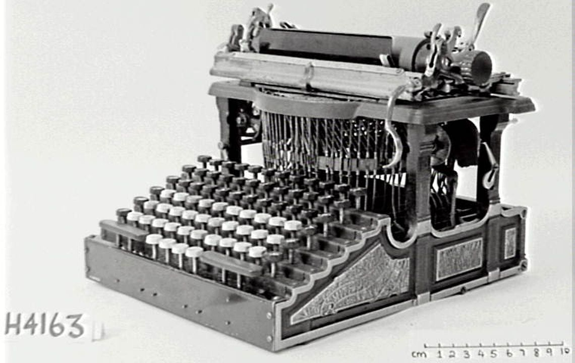 H4163 Typewriter, 'Smith Premier No.1', metal / rubber / plastic, made by Smith Premier Typewriter Company, United States of America, 1889. Click to enlarge.