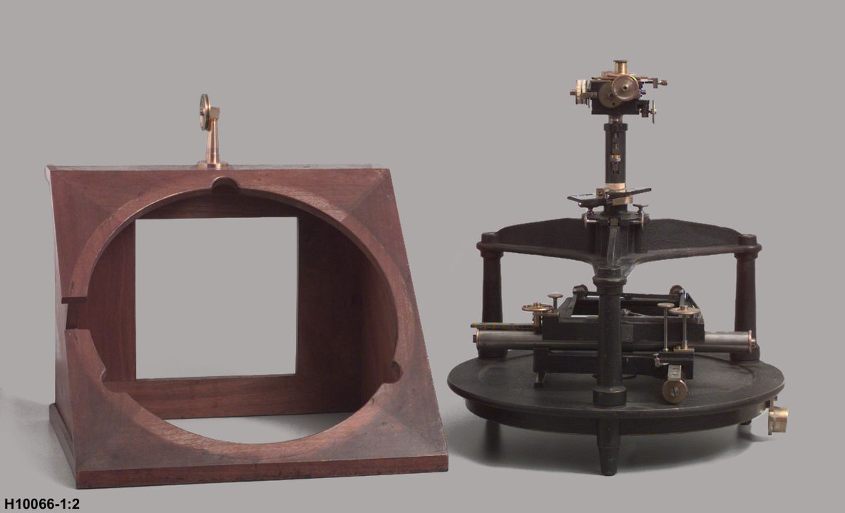 H10066 Astrographic plate measuring machine, metal / glass / wood / plastic, made by Repsold and Son, Hamburg, Germany, used by Melbourne Observatory / Sydney Observatory, Melbourne, Victoria / Sydney, New South Wales, Australia, 1900-1902. Click to enlarge.