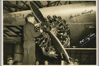 85/112-36 Photograph, black and white, Tommy Pethybridge takes off the broken propeller after Jubilee flight, paper, photographer unknown, Sydney, New South Wales, Australia, 1934