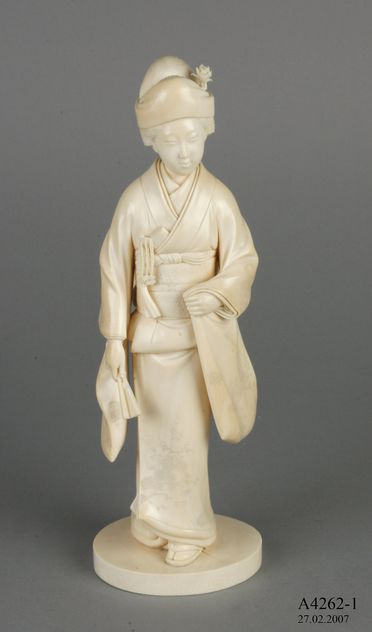 A4262 Collection of ivory, wood and metal objects (69), ivory / wood / metal, makers unknown, Japan / China / Europe, 1850-1950