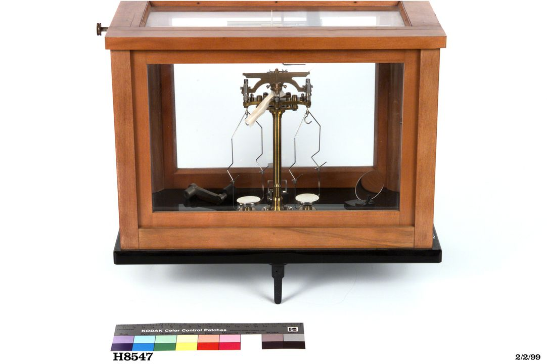 H8547 Analytical balance in glass case with instructions, wood/metal/glass/paper, Paul Bunge, [Germany], 1934. Click to enlarge.