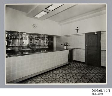 2007/61/1-3/1 Photographic prints (2), black and white, saloon bar in Hotel Broadway, Chippendale, E A Bradford, Sydney, New South Wales, Australia, c.1936