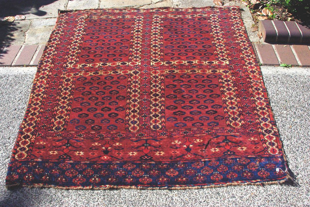 2015/26/14 Tent door cover (engsi), symmetrically knotted, wool, made by Yomut Turkmen women, Turkmenistan or north eastern Iran, early 1800s. Click to enlarge.