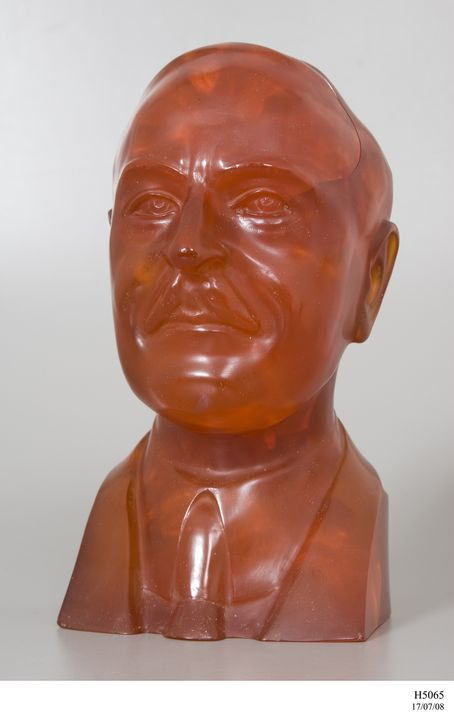 H5065 Bust of Doctor L H Baekeland, 'Bakelite', phenol-formaldehyde resin, made by W J Manufacturing Co Pty Ltd, Sydney, New South Wales, Australia, 1950. Click to enlarge.
