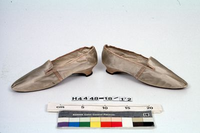 H4448-18 Slip on shoes, pair, womens, tabbed, silk satin / leather / linen, made by Gundry & Sons, London, England, c1840