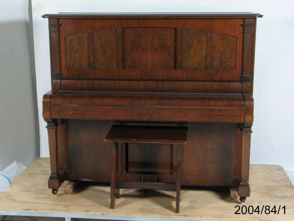 2004/84/1 Player piano, upright, timber / metal, Beale & Company Ltd, Sydney, Australia, 1927. Click to enlarge.