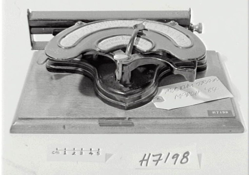 H7198 Index typewriter, with cover, portable, 'American index No. 2 (curved index)', wood / metal / rubber, made by American Typewriter Co, New York, New York, United States of America, c.1893. Click to enlarge.