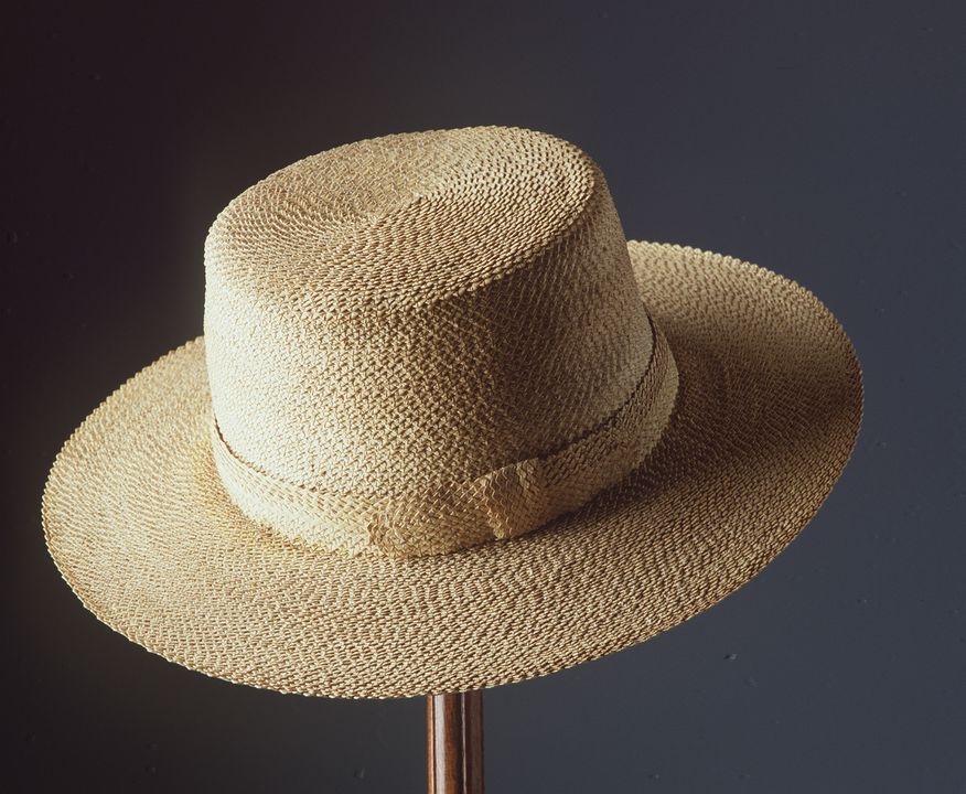 H4581 Hat, cabbage tree palm / cotton / linen, maker unknown, Australia, c. 1860-1880. Click to enlarge.