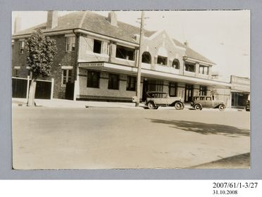 2007/61/1-3/27 Photographic print, black and white, exterior of Criterion Hotel, Moree, Hartwell Roberts, Sydney, New South Wales, Australia, 1935
