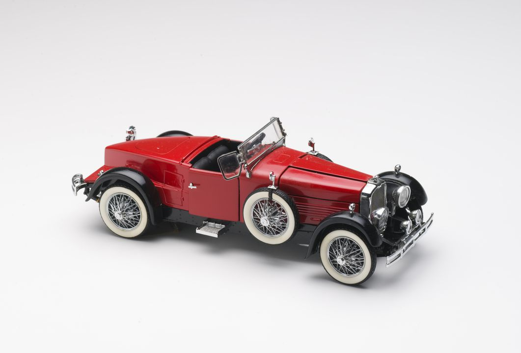 2010/17/1 Model cars (41), 1:24 scale, die-cast, with supporting documents, plastic / metal / paper, designed by Franklin Mint, Pennsylvania, United States of America, made in China, collected by Michael and Jan Whiffen, Woree, Queensland, Australia, 1983-2009. Click to enlarge.