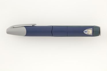 2013/24/1-1 Insulin injector, 'HumaPen', plastic / rubber, by Eli Lilly and Company, Australia, 1997-1999