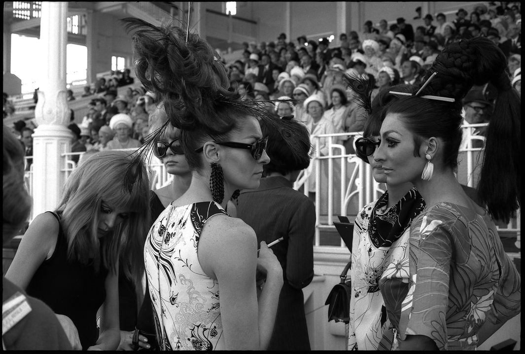 96/44/1-5/4/141/2 Negative, black and white, race-goers at Randwick racecourse, for the book 'Sydney, A Book of Photographs', 35mm acetate film, David Mist, Sydney, New South Wales, Australia, 1968-1969. Click to enlarge.