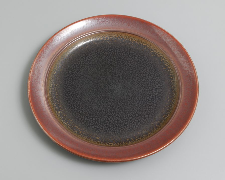 2002/54/1 Plate, porcelain, oil-spot and tomato-red iron glazes, commissioned by the National Gallery of Australia for retailing, designed and made by John Dermer, Yackandandah, Victoria, Australia, 1995. Click to enlarge.