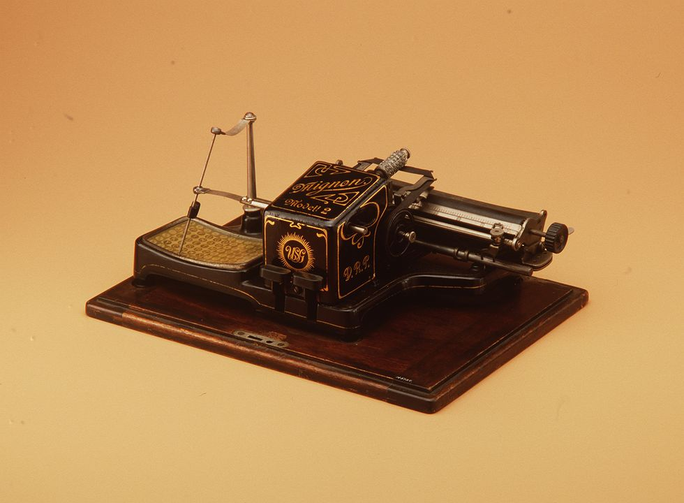 H5159 Stylus typewriter, with cover, 'Mignon Modell 2', serial number 13077, metal / wood, manufactured by Allgemeinen Elektizitats-gellschaft (AEG), Berlin, Germany, 1905. Click to enlarge.
