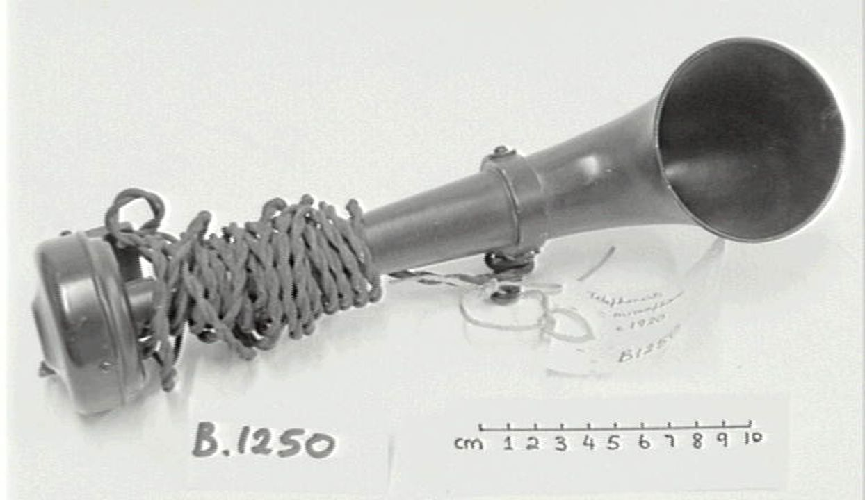 Microphone, carbon granule type, metal horn, circular base, electric ...