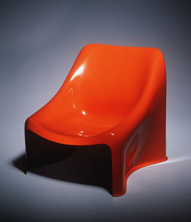 A10980 Chair, 'Poli', fibreglass reinforced polyester, designed by Grant and Mary Featherston, Victoria, made by Polyfibre Products, Hawthorn, Victoria for Module Furniture Co, Melbourne, Victoria, Australia, 1971. Click to enlarge.