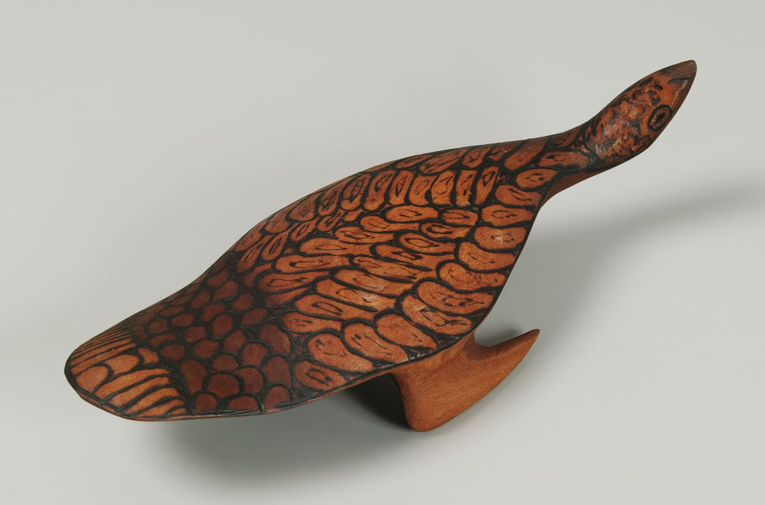 2004/15/2 Carved animal, 'Walawuru Wedge-tailed Eagle' Tjulpu (bird), river red gum, Pulya Taylor, Maruku Arts, Uluru, Northern Territory, Australia, 1999. Click to enlarge.